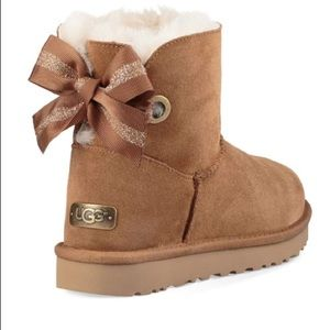 CUTE Uggs with a brown sparkly bow!